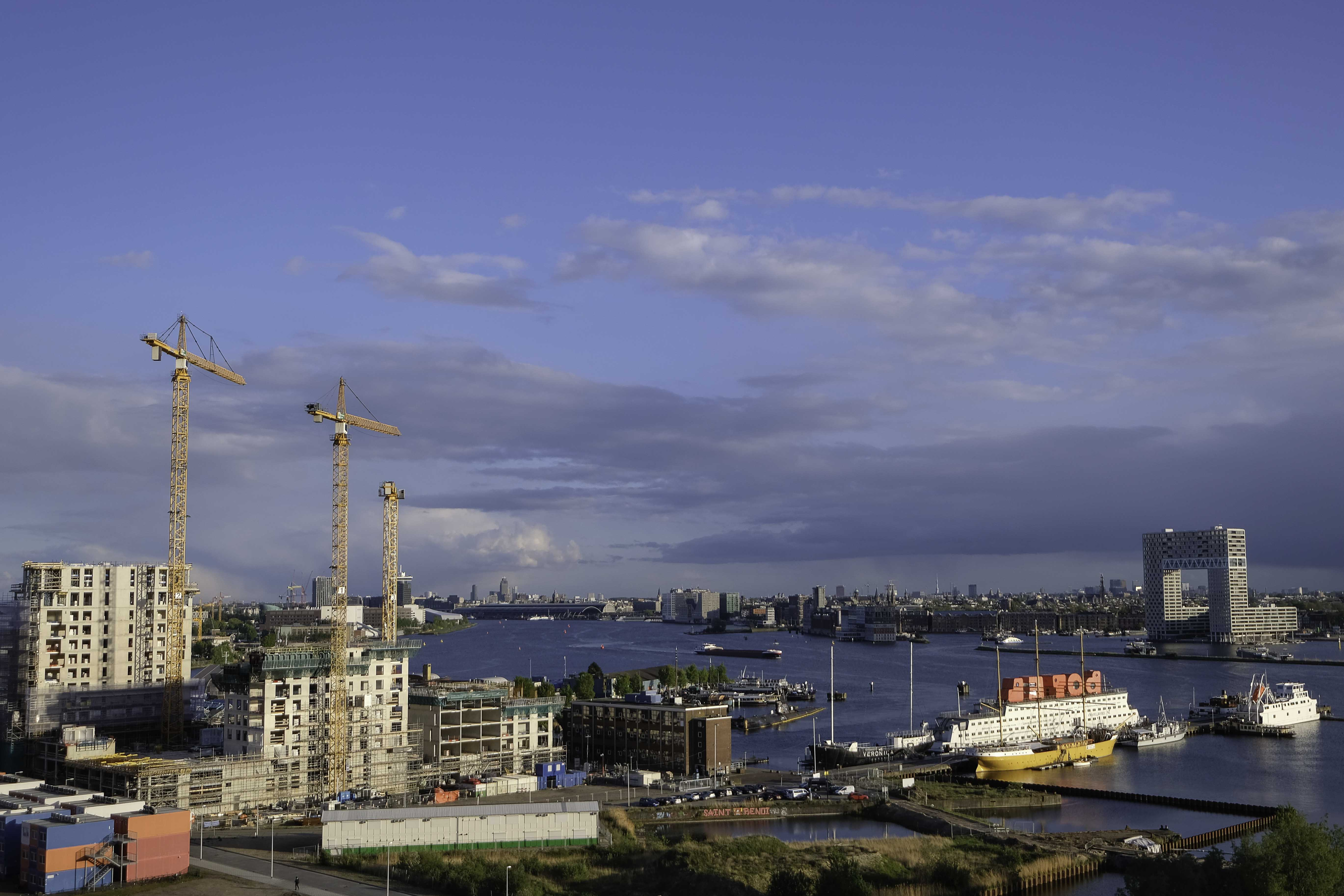 construction-work-north-amsterdam-with-view-on-river-ij